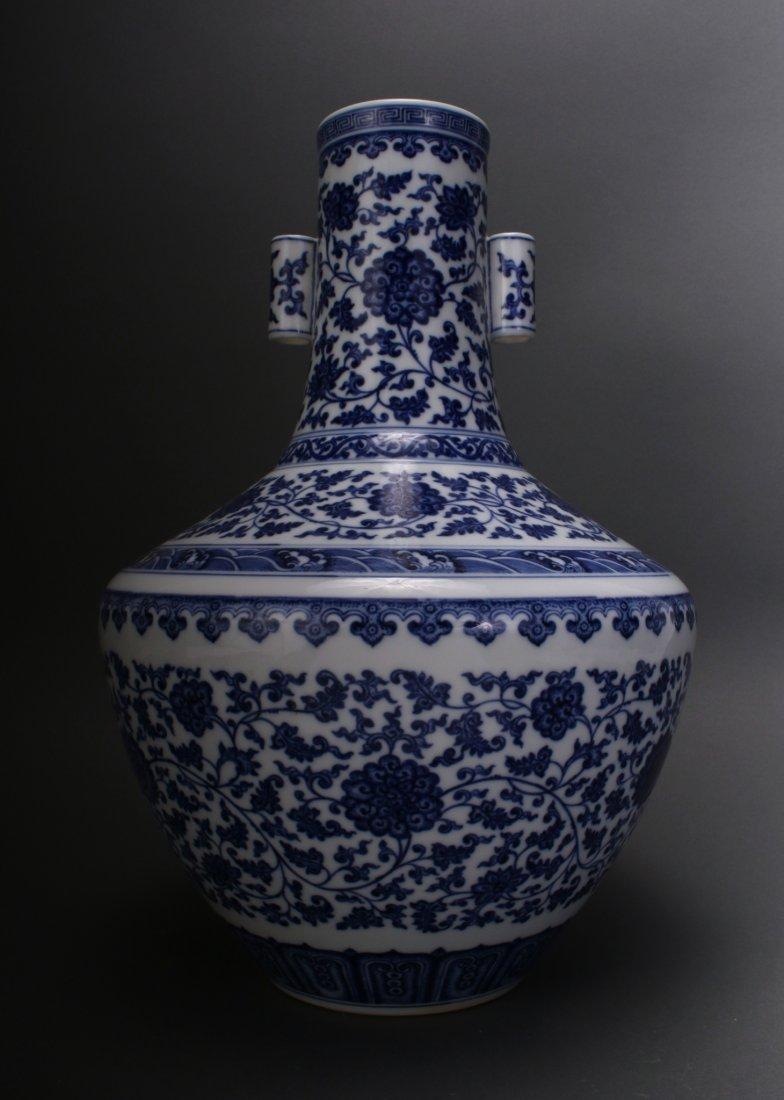 CHINESE BLUE & WHITE QIAN LONG VASE