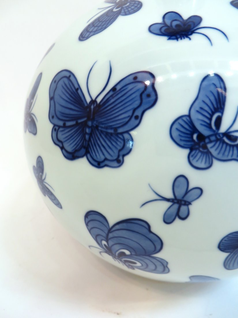"""CHINESE """"ONE HUNDRED"""" BUTTERFLY VASE - 2"""