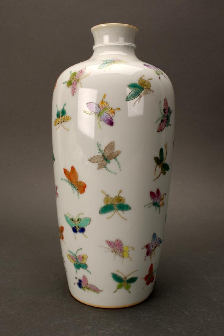 """CHINESE QIANLONG """"100 BUTTERFLY"""" VASE"""