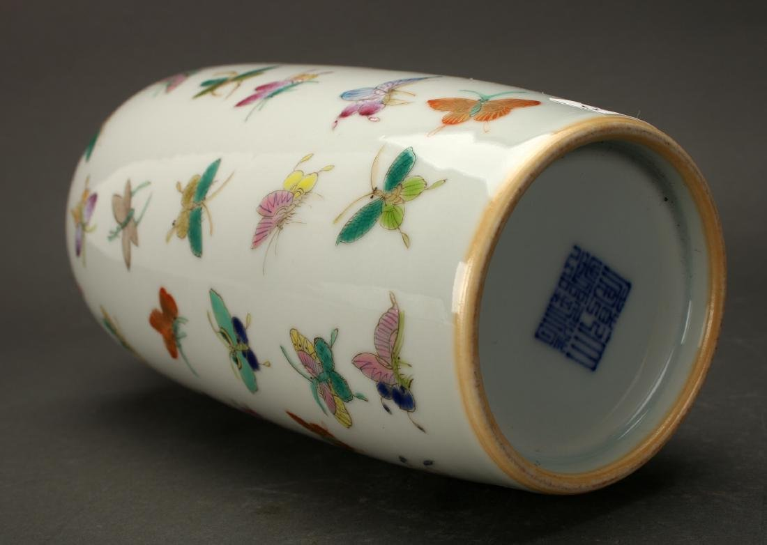 """CHINESE QIANLONG """"100 BUTTERFLY"""" VASE - 9"""