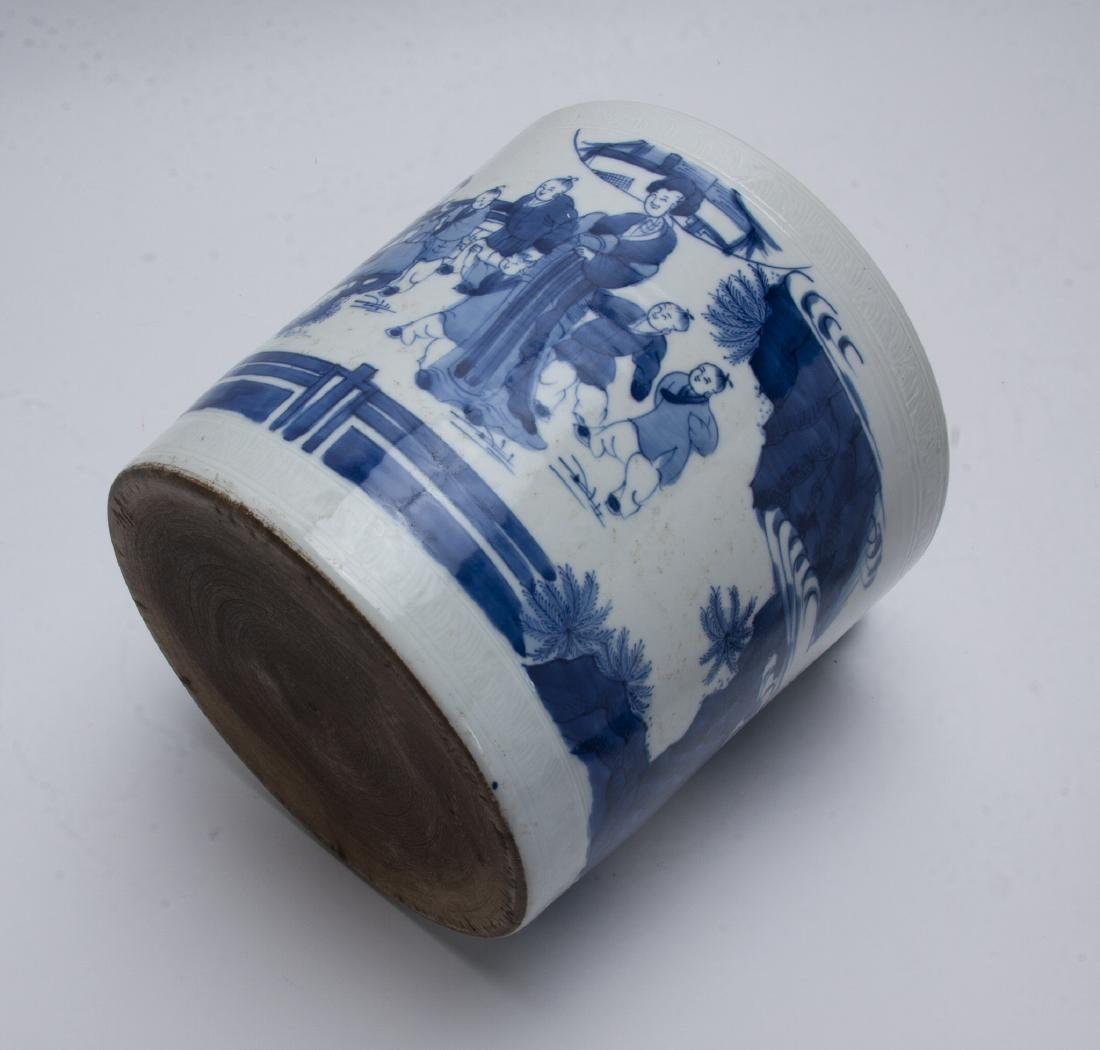 LARGE BLUE AND WHITE BRUSH POT - 9