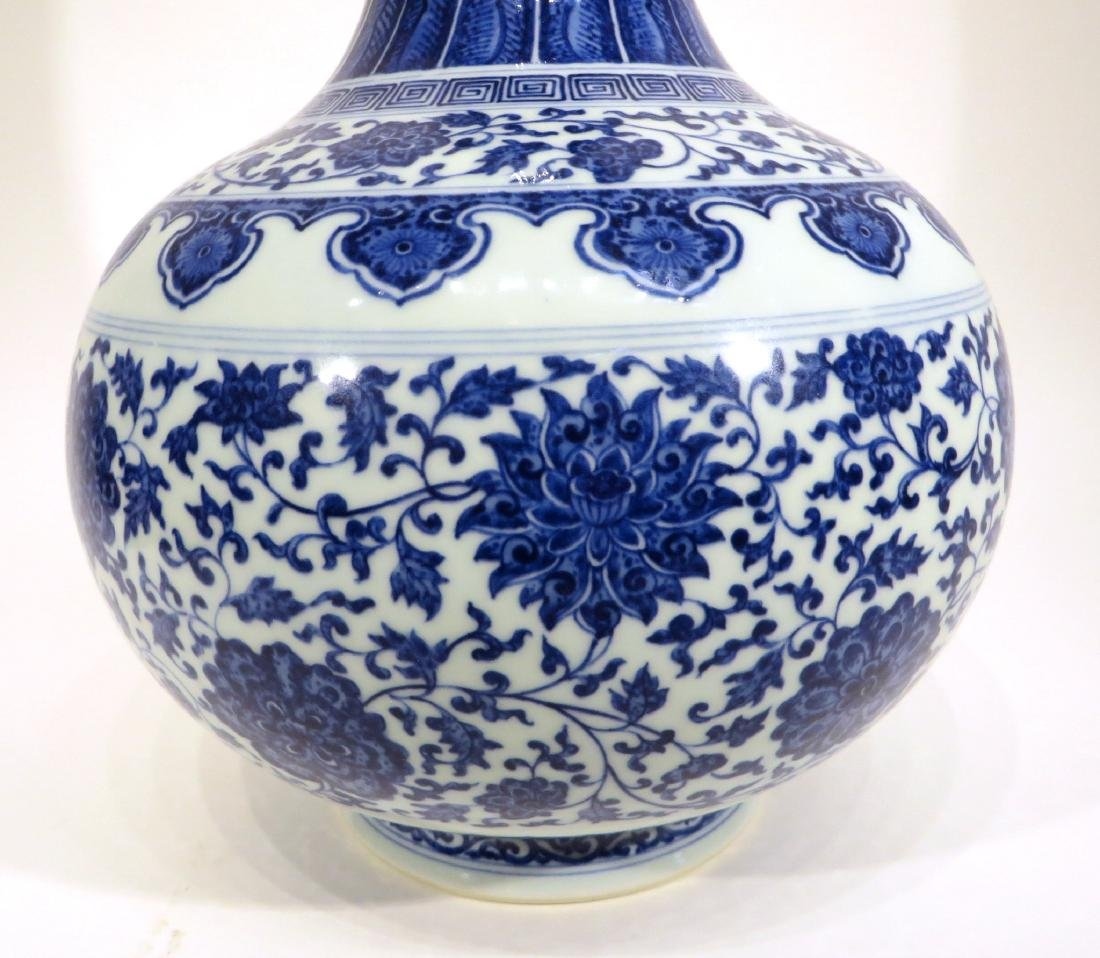 QIAN LONG MARKED BLUE AND WHITE PORCELAIN VASE - 3