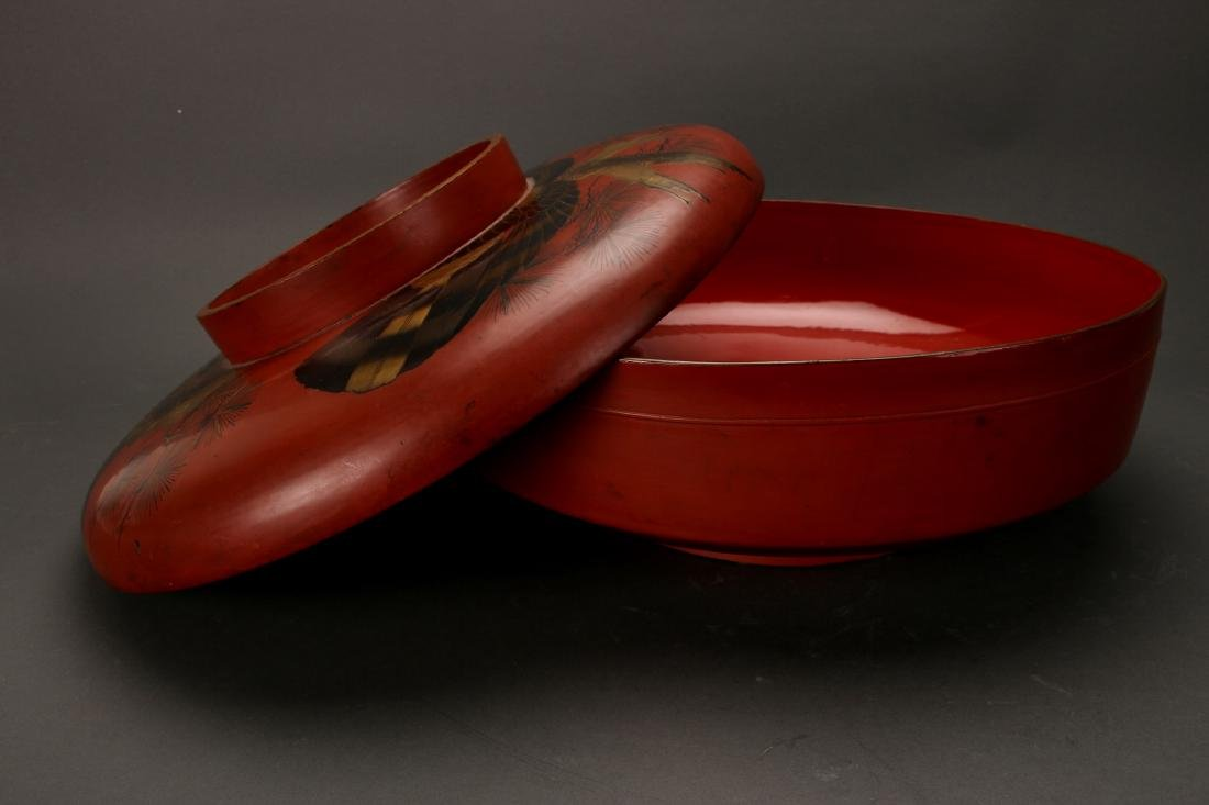 20TH C. RED LACQUER AND GOLD LIDDED CONTAINER - 3