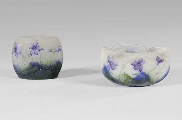 15: DAUM NANCY Vase «aux violettes» in cameo glass with