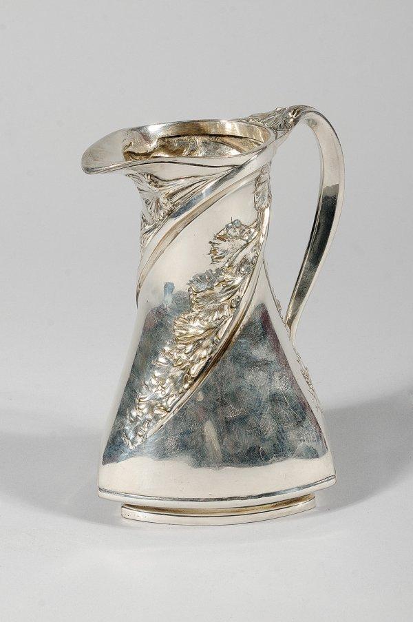 267: TRAVAIL FRANCAIS VERS 1900 Verseuse en métal argen