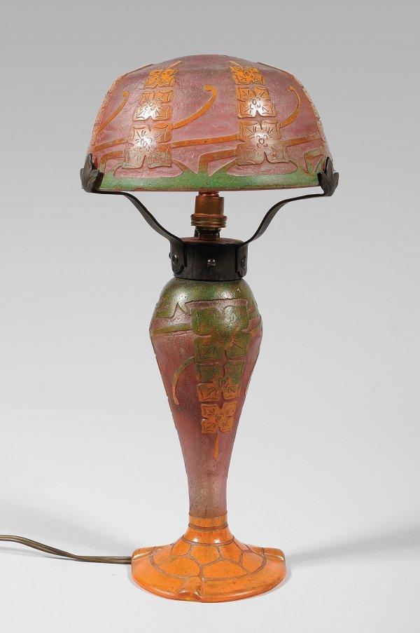 275: TRAVAIL FRANCAIS VERS 1915 Lampe de table en verre