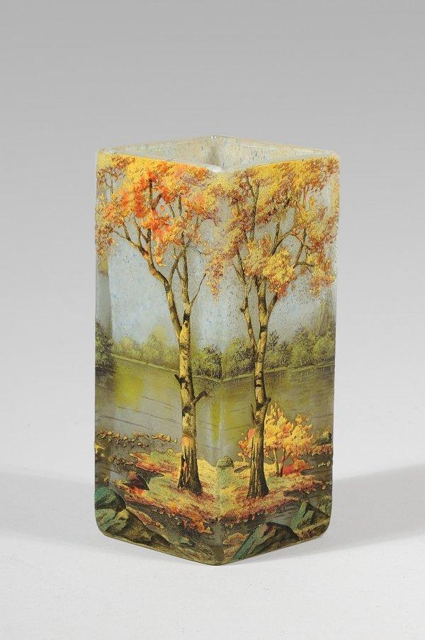 276: DAUM NANCY Vase de section carrée en verre marmoré