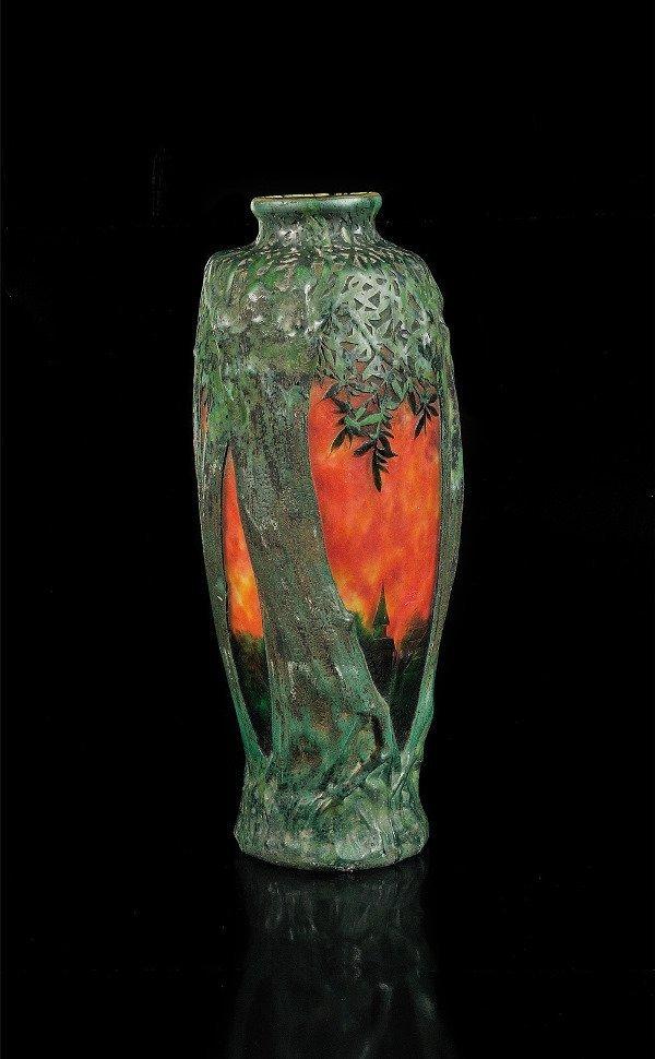 18: DAUM NANCY Vase à corpsovoïdeen verre multicouche