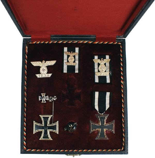 18: German WWI levels of the 1914 Iron Cross medal