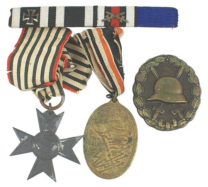 18: German WWI medal lot Wound Badge etc