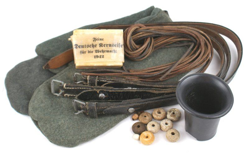 Miscellaneous German WWII lot mittens straps