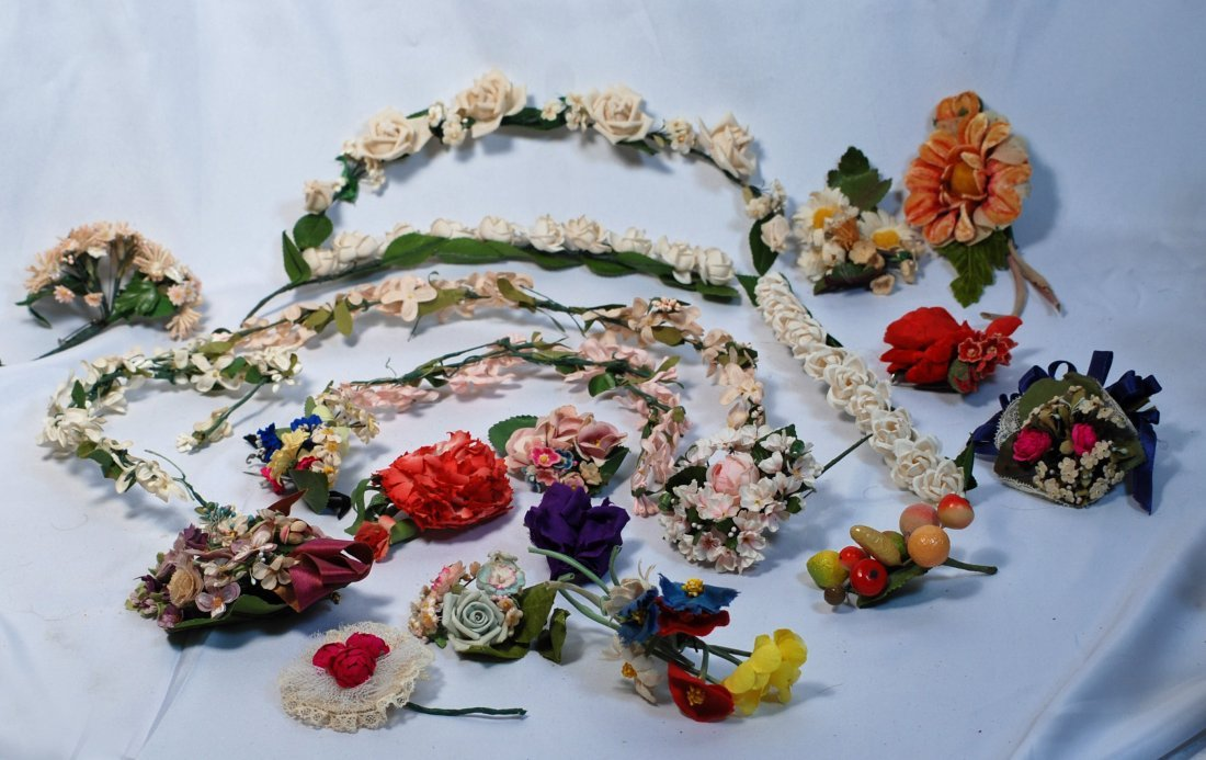 *15.  ASSORTMENT OF VINTAGE MILLINERY FLOWERS. Includes