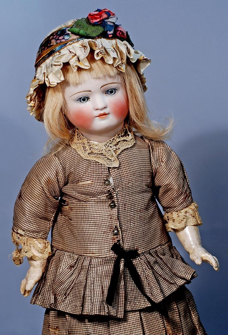 207.  FANTASTIC BELTON DOLL FOR THE FRENCH MARKET BY