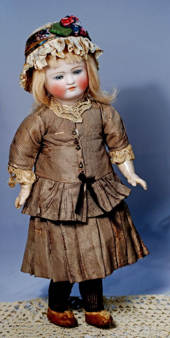 207.  FANTASTIC BELTON DOLL FOR THE FRENCH MARKET BY - 2