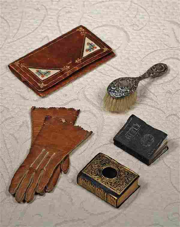 ACCESSORIES FOR FASHION DOLLS - PURSE, GLOVES, BIBLES