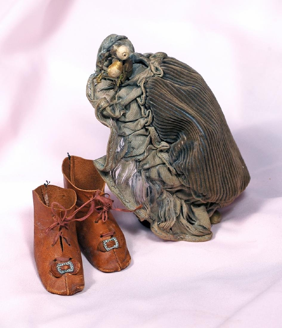 29. ANTIQUE DOLL BONNET & PAIR OF BROWN LEATHER BOOTS.