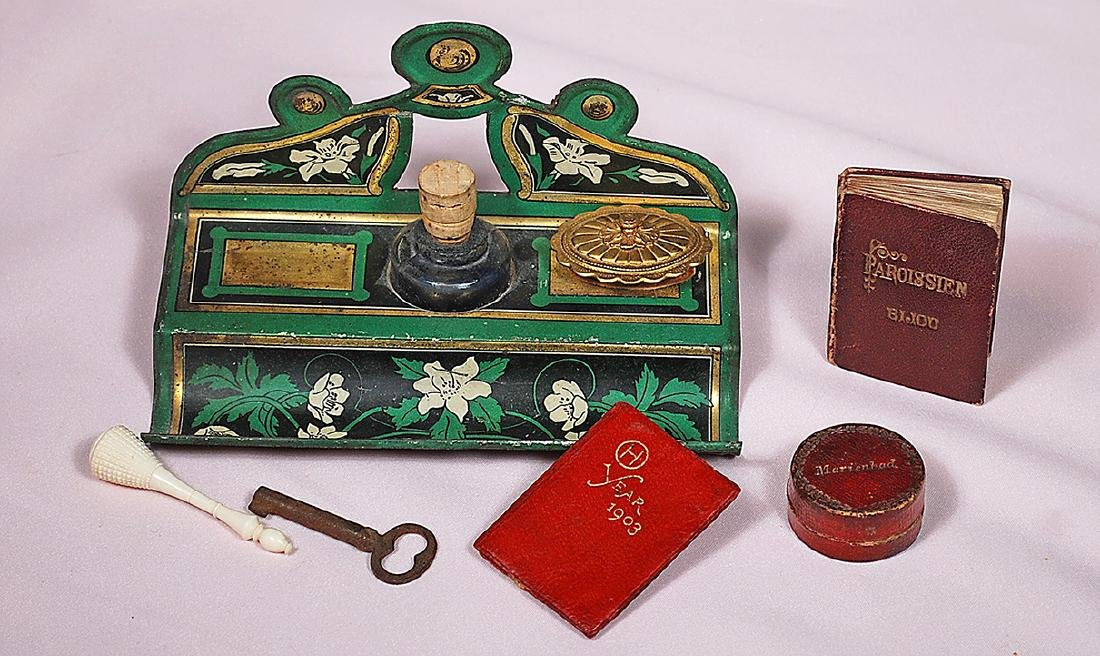 "109. MINIATURE DESK SET AND ACCESSORY ITEMS. 5"" x"