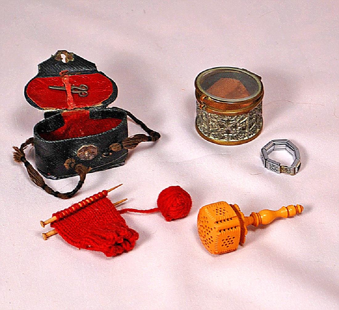 "114. MINIATURE DOLL ACCESSORY ITEMS. Includes: 1 ¾"" W."
