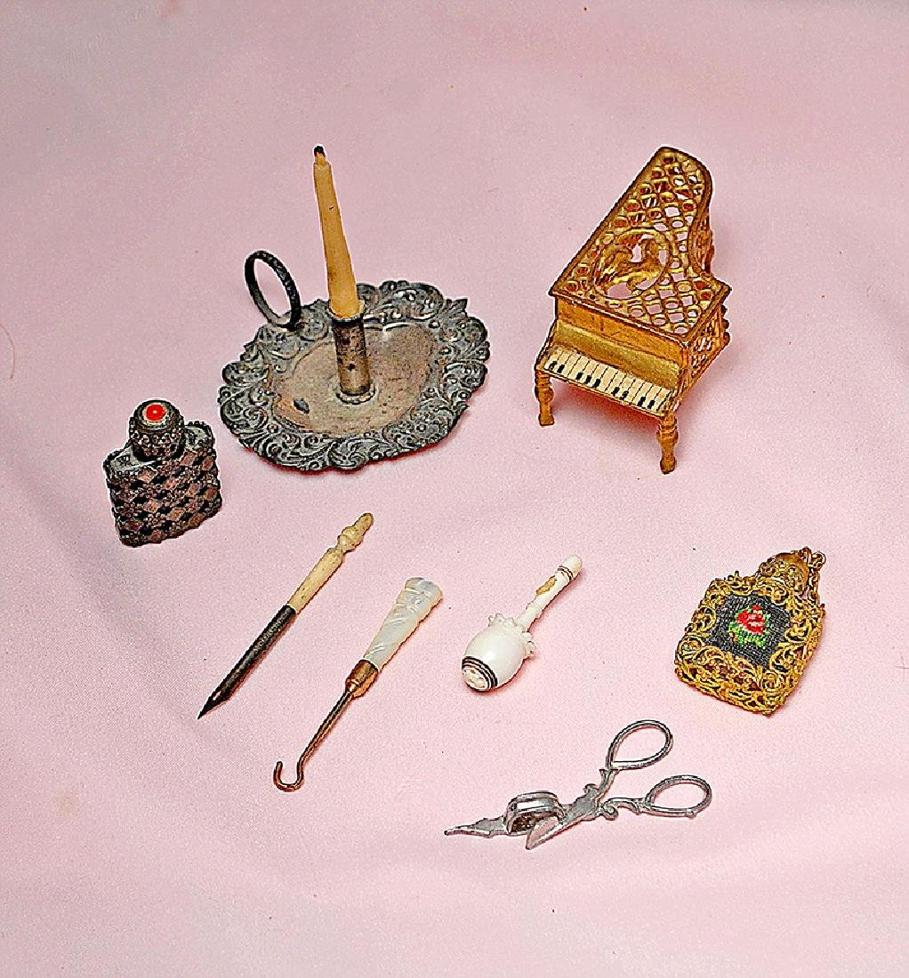 127. COLLECTION OF MINIATURE DOLL ACCESSORY ITEMS.