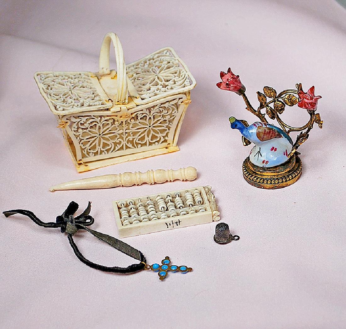 133. COLLECTION OF MINIATURE ACCESSORIES. Including: 2""