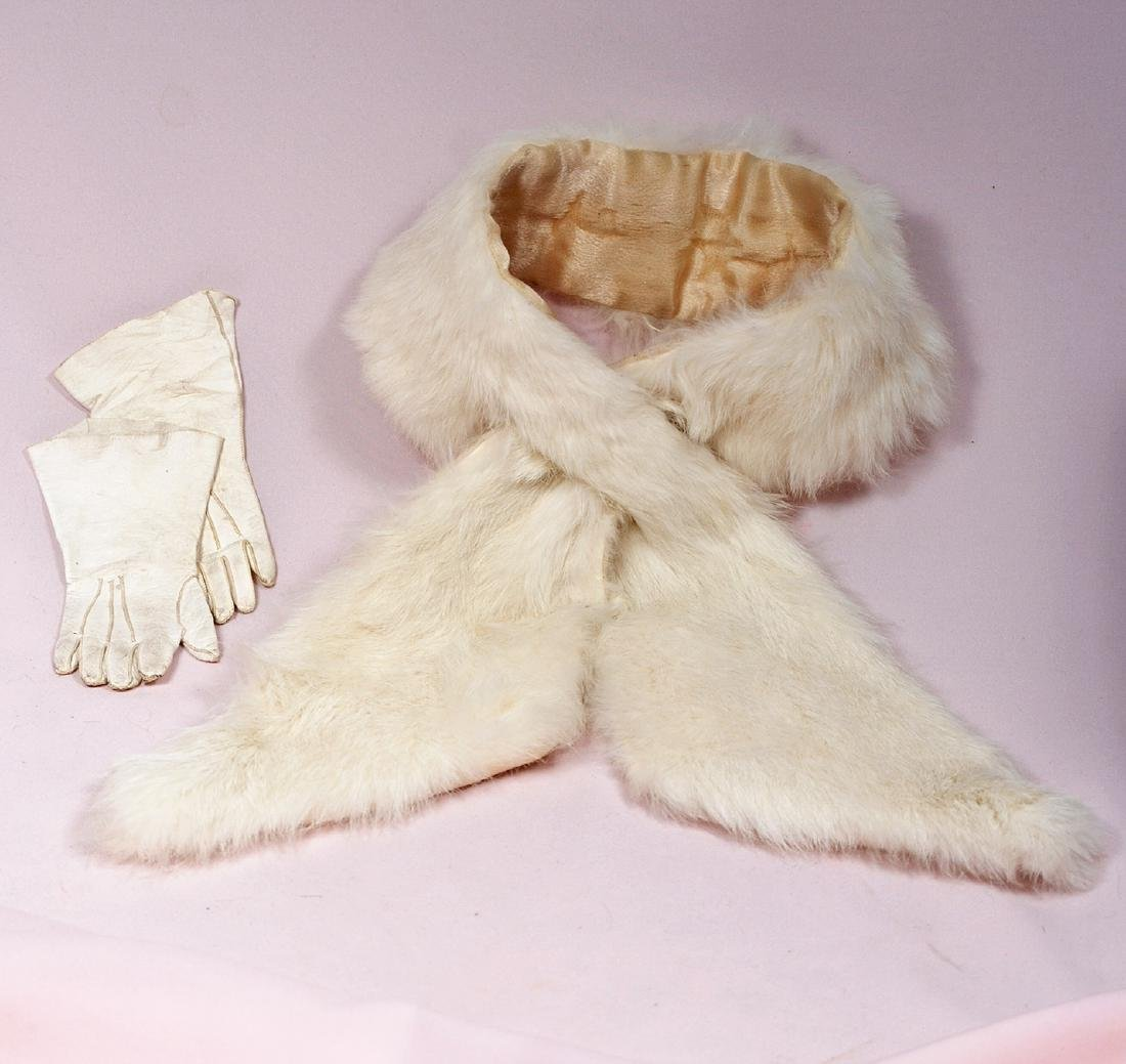 148. DOLL'S FUR STOLE AND GLOVES. White fur stole with