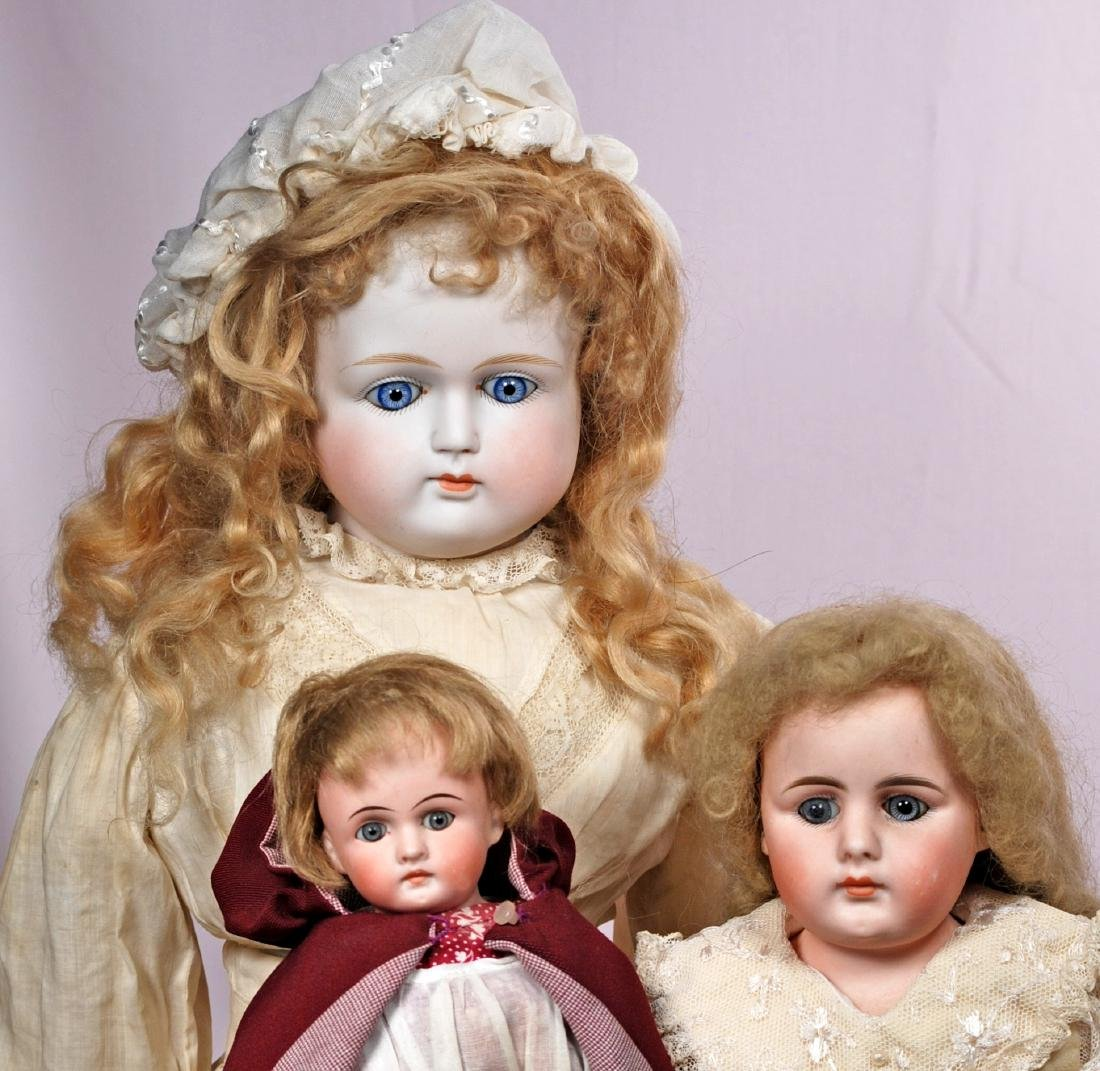 254. THREE GERMAN BISQUE SHOULDERHEAD DOLLS WITH CLOSED