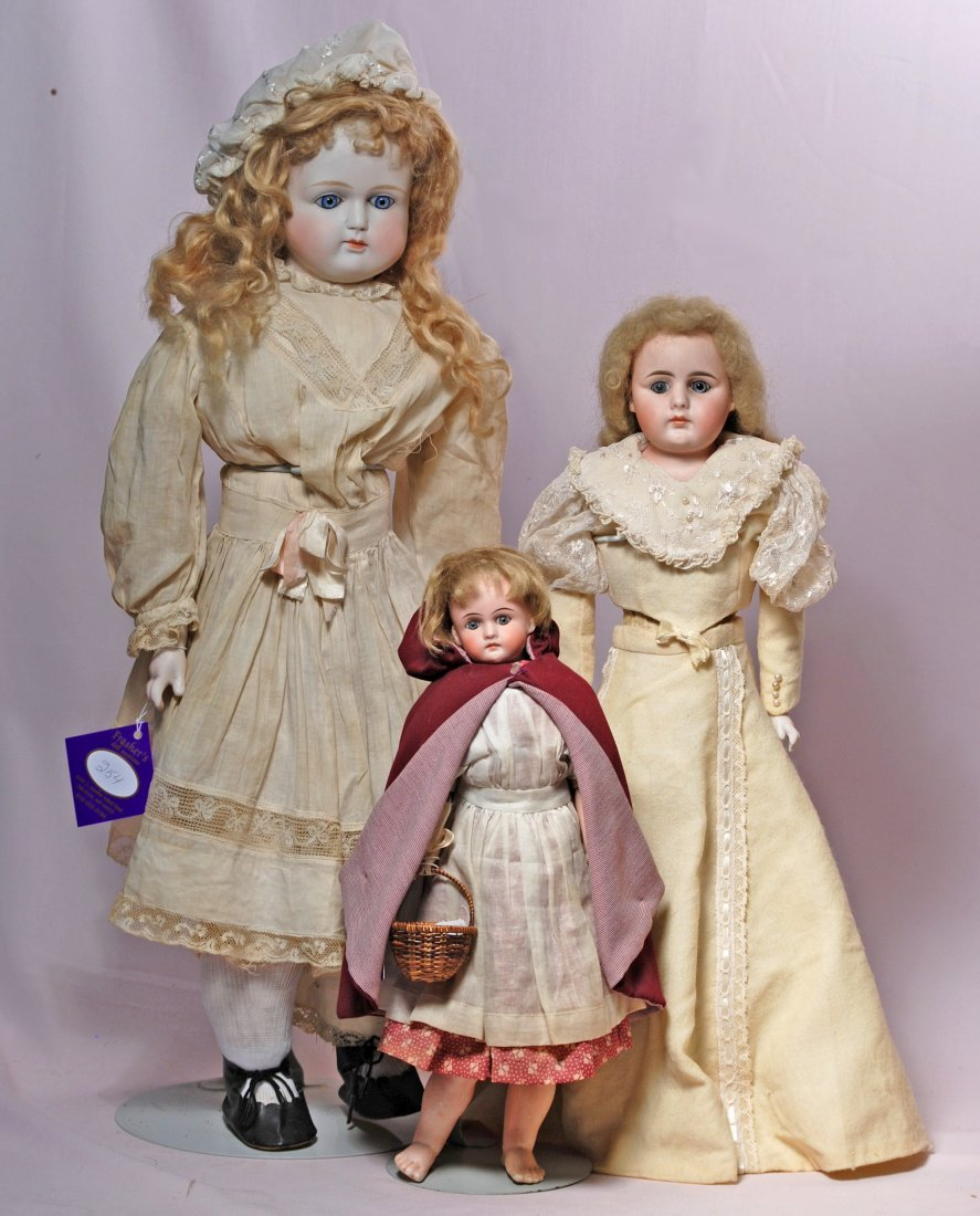 254. THREE GERMAN BISQUE SHOULDERHEAD DOLLS WITH CLOSED - 2