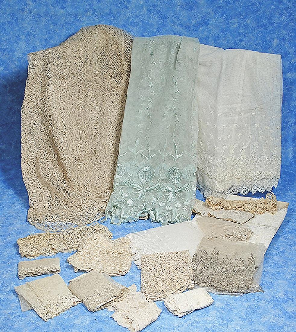 150. LARGE COLLECTION OF ANTIQUE LACE. Various antique