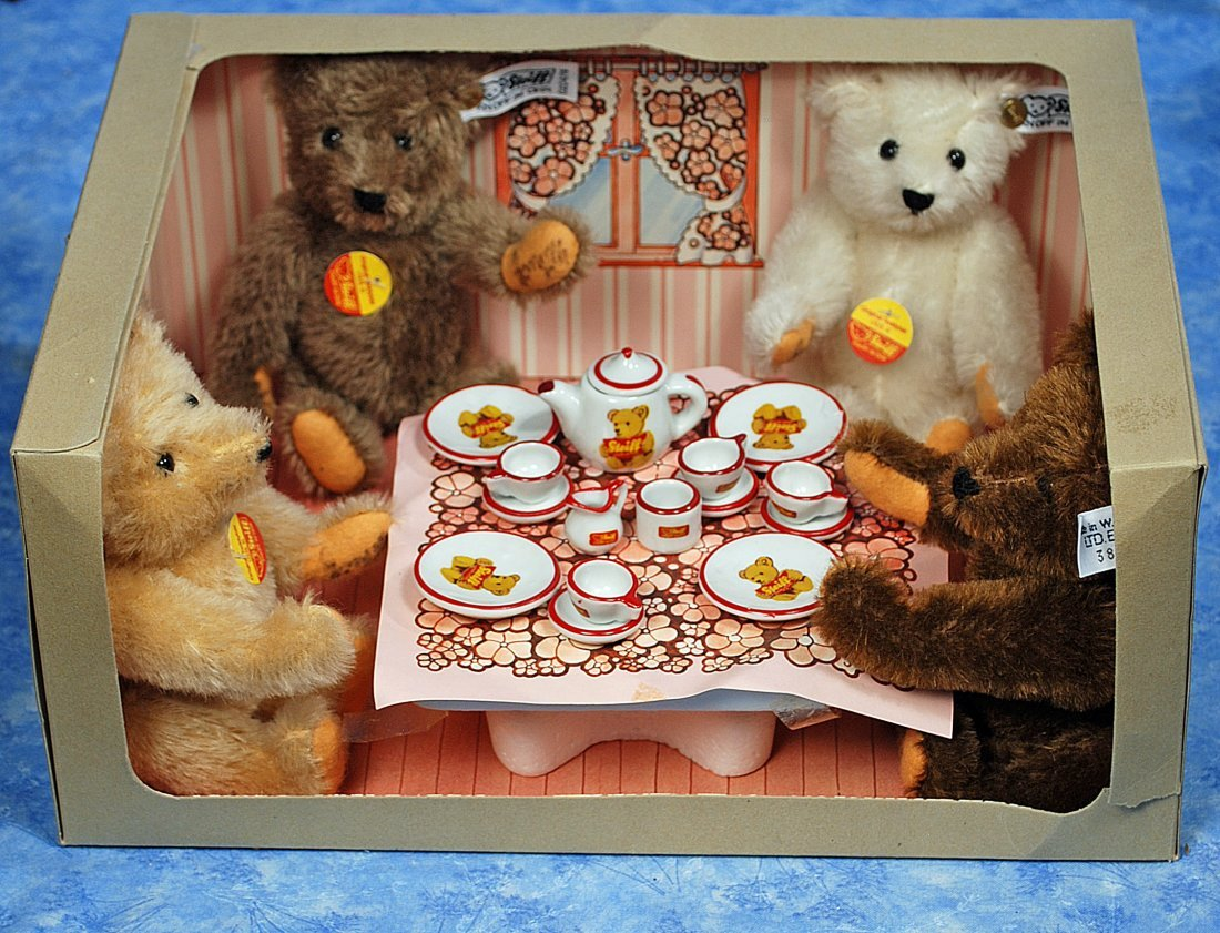 232. STERIFF TEDDY BEAR TEA PARTY. 1982 Limited edition