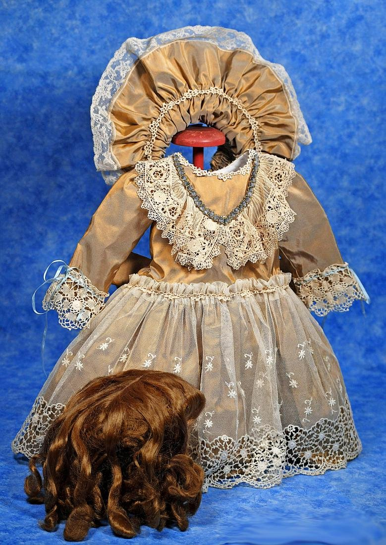 252. SILK TAFFETA DOLL DRESS, BONNET, AND DOLL WIG.