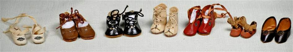 GROUP OF SHOES FOR TINY DOLLS
