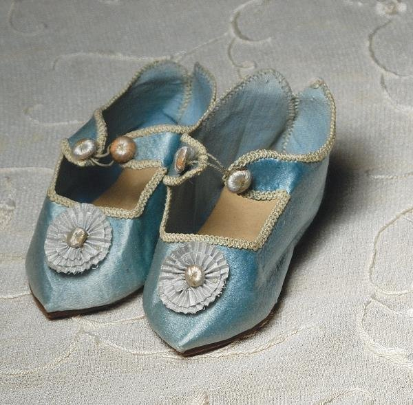 "7: PAIR OF ANTIQUE BLUE SILK DOLL SHOES. 3 ¼"" L. Mar"