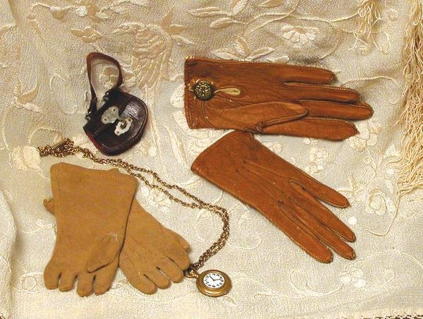 """31: TWO PAIR OF DOLL GLOVES. (1) 4"""" L. Soft, light b"""
