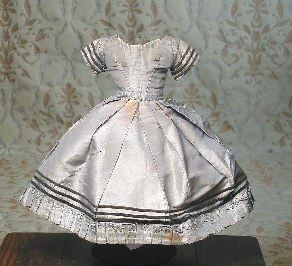 42: CIRCA 1860'S GRAY SILK DRESS FOR FASHION DOLL. 1