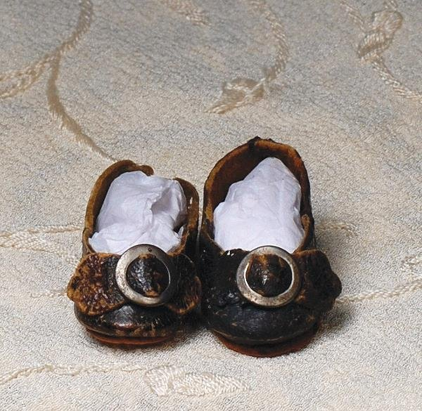 106: PAIR OF ANTIQUE SIZE 1 FRENCH LEATHER DOLL SHOES