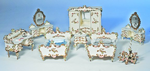 5: GROUP OF GERMAN SPIELWAREN DOLL HOUSE FURNITURE.  Ma