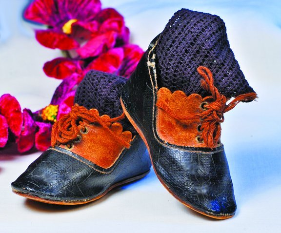 9: PAIR ANTIQUE FRENCH DOLL BOOTS.  Marks: Depose and i