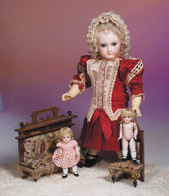 13: TWO ALL-BISQUE MINIATURE TWIN DOLLS & DOLLHOUSE FUR
