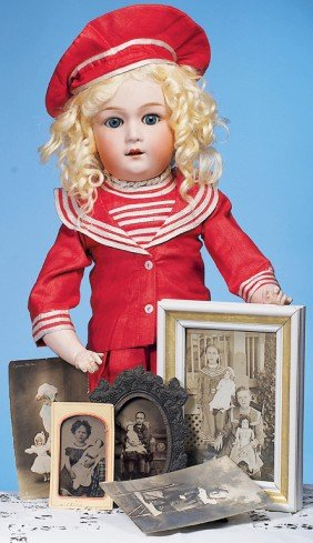COLLECTION OF VINTAGE PHOTOGRAPHS FEATURING DOLLS &