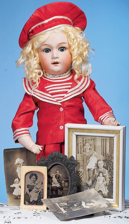 24: COLLECTION OF VINTAGE PHOTOGRAPHS FEATURING DOLLS &