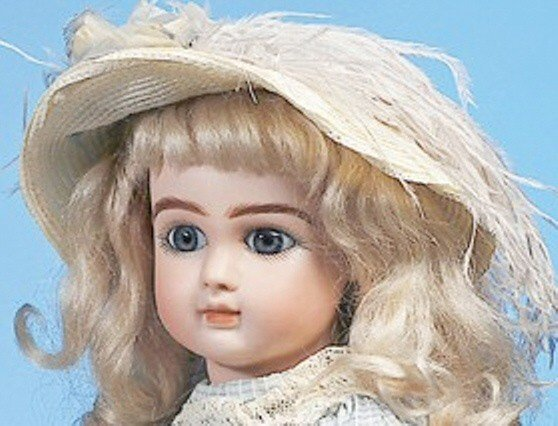 30: BEAUTIFUL BLUE-EYED FRENCH BISQUE STEINER BEBE - 2