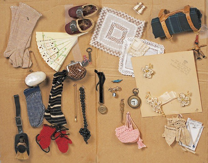 61: DISPLAY OF ACCESSORY ITEMS FOR FASHION DOLL