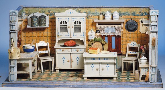 431:  GERMAN WOODEN DOLL HOUSE KITCHEN WITH FURNISHINGS