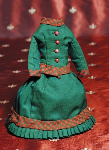 "11: GREEN WOOL TWO-PIECE GOWN FOR SMALL POUPEE.  10"" ov"