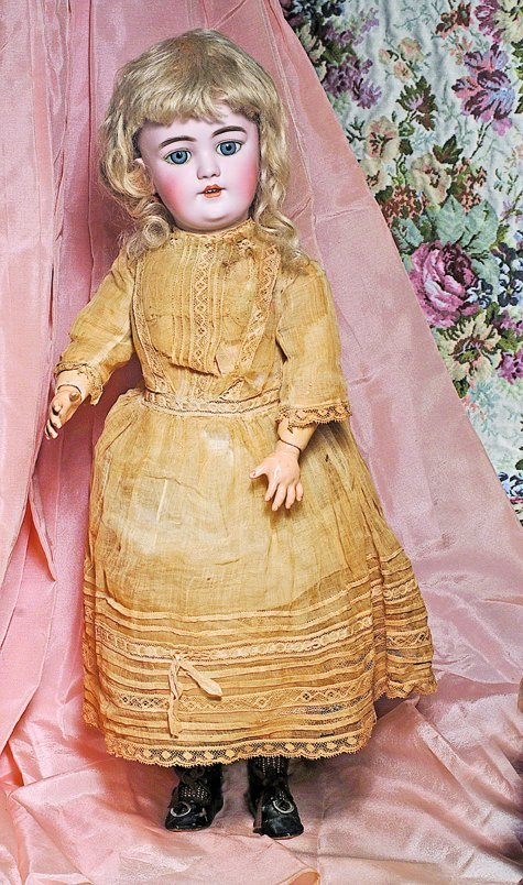 HANDWERCK ALL-ORIGINAL GERMAN BISQUE DOLL.  Marks:  109