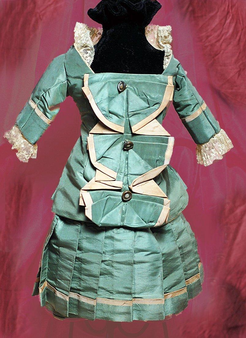 "GREEN SILK TAFFETA TWO-PIECE DRESS IN BRU STYLE. 5 ½"""