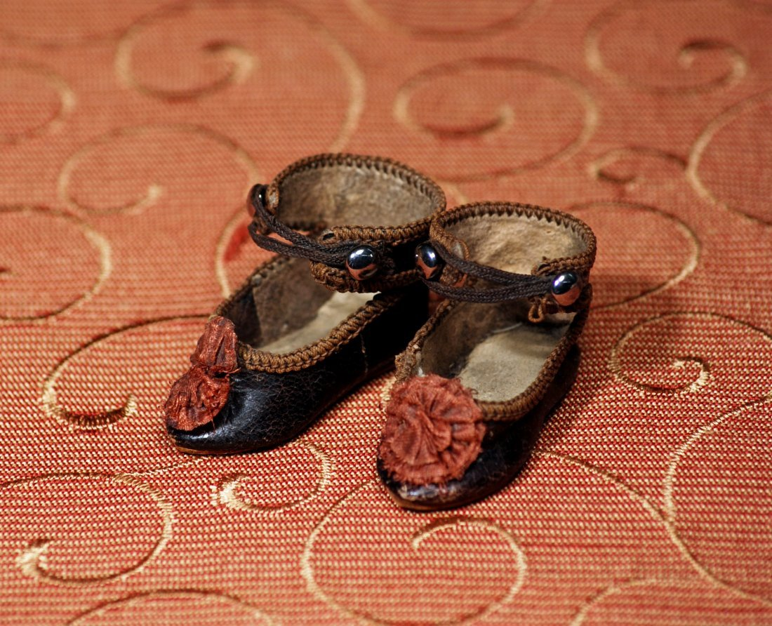 PAIR OF TINY FRENCH LEATHER DOLL SHOES