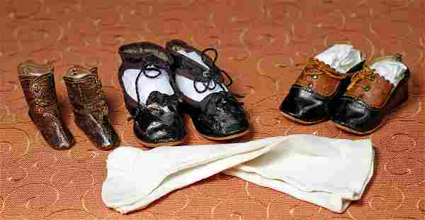 ANTIQUE DOLL SHOES AND PAIR OF SOCKS