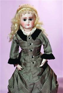 GERMAN BISQUE FASHION DOLL - MYSTERY MAKER. Marks: