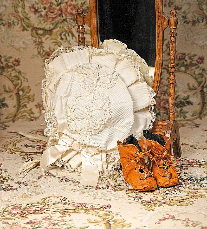 ANTIQUE DOLL BONNET AND PAIR OF DOLL BOOTS